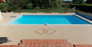 Comment choisir les matériaux pour la terrasse et le patio de la piscine